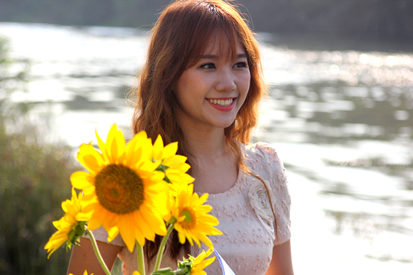 Hari Won nhí nhảnh quay phim cùng Thái Hòa