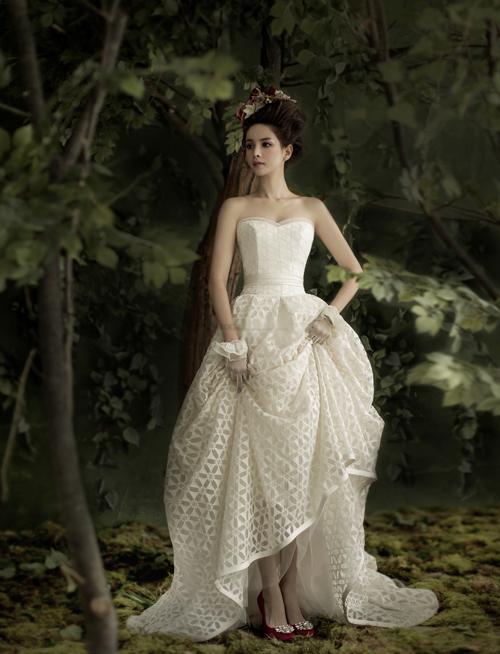 Váy điệu đà cho tiệc cưới trong nhà, ngoài trời