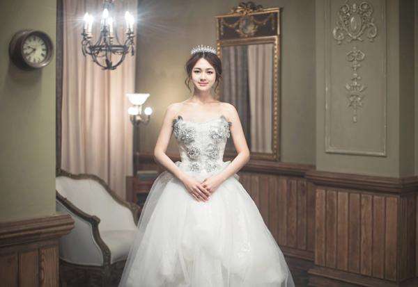 Ảnh cưới trong nhà phong cách công chúa