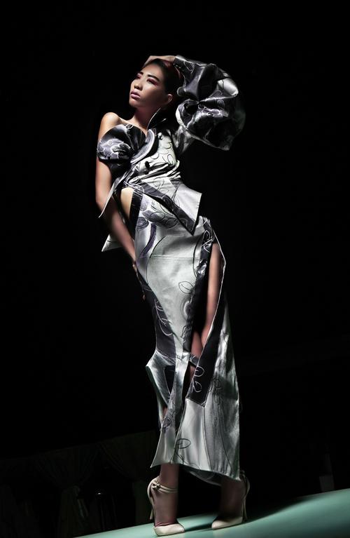 Từ năm 2011, Quỳnh Paris tham gia các tuần lễ thời trang quốc tế đều đặn như Paris, Los Angeles và hiện tại là New York Fashion Week.