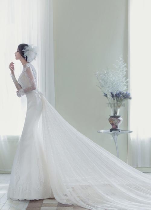 Váy cưới trắng tinh khiết thể hiện tâm hồn tươi đẹp