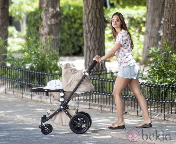 Ảnh dễ thương của bạn gái và con trai Casillas