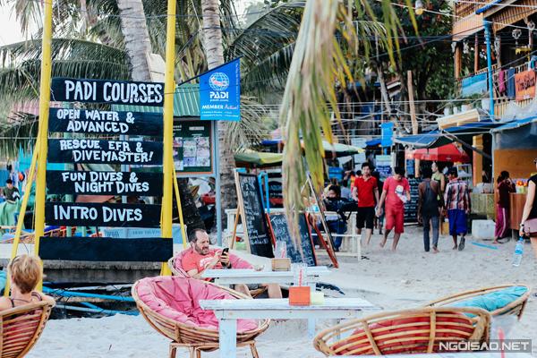 Một góc quán Pub sát biển của đảo Koh Rong.
