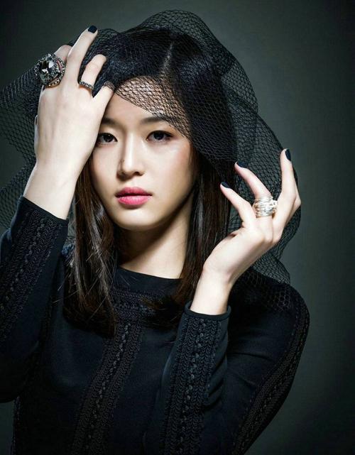 Không nằm trong Top 10 của năm ngoái nhưng năm nay, Jeon Ji Hyun đường hoàng chiếm vị trí thứ 4.