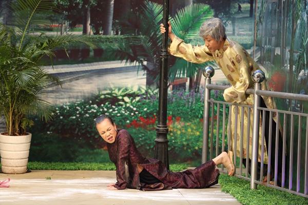 Thân thiết ở ngoài đời nên Việt Hương và Trấn Thành dễ dàng
