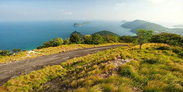 Lối đi nên thơ trên đảo Nam Du. Ảnh: ArTuan.