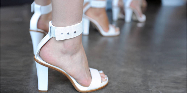 Ngày nắng nóng với gợi ý mẫu sandal cao gót cực chất