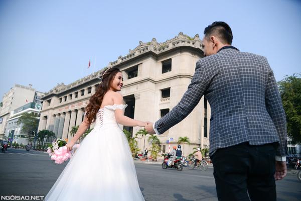 `Én vàng` Khánh Ly rạng rỡ trong ảnh cưới