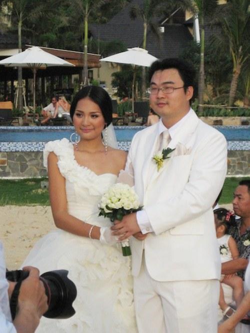 Make up và tóc khiến sao Việt bị già ngày cưới