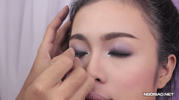 Trang điểm tông tím tạo ánh mắt sâu cho cô dâu