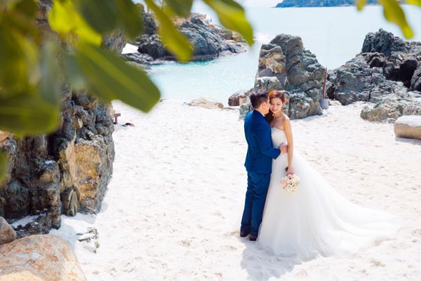 Cô dâu chú rể chụp ảnh cưới tự nhiên ở Nha Trang