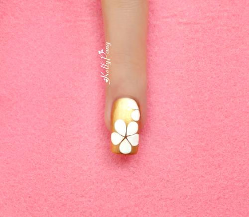 Mách bạn kiểu nail hoa tinh tế dịu dàng đón hè 5