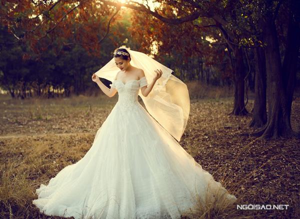 `Cô dâu` Ngọc Lan lộng lẫy với váy cưới công chúa