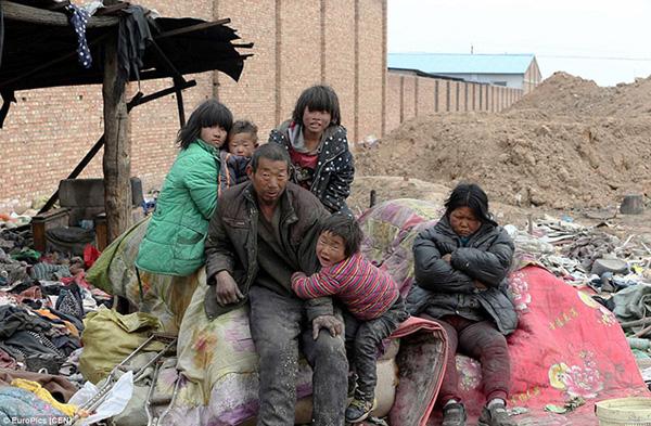 Năm 1995, ông Yang, người không biết chữ, đã đi hơn 530 km từ quê mình ở tỉnh Sơn Đông đến Sơn Tây với hy vọng sẽ tìm được một công việc.