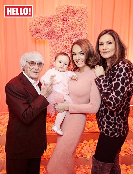 Gia đình ông chủ F1 bên con gái và cháu ngoại trong ngày thôi nôi của cô nhóc Sophia.