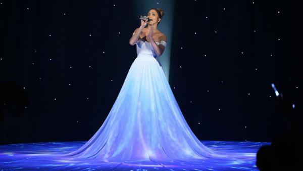 Chọn váy cưới style quyến rũ của J.Lo