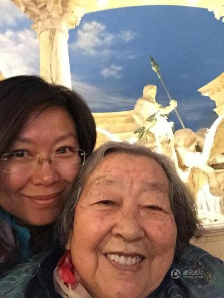Để mẹ trở nên vui vẻ, lạc quan hơn, An Rong quyết định đưa bà đi du lịch vào mỗi dịp nghỉ phép hàng năm.