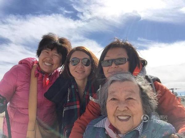 Cả 4 người chọn các nước khu vực Đông Nam Á là những điểm du lịch nước ngoài đầu tiên. Đến nay, họ đã đến thăm Thái Lan, Nhật Bản, Hàn Quốc, và đảo Maldives, cùng hơn 10 quốc gia khác trong và ngoài khu vực.