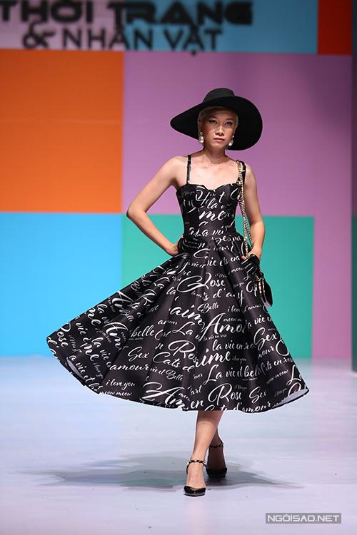 Góp mặt tại chương trình Thời trang và Nhân vật tổ chức vào ngày 26/3, nhà thiết kế Chung Thanh Phong tạo nên điểm nhấn với bộ sưu tập