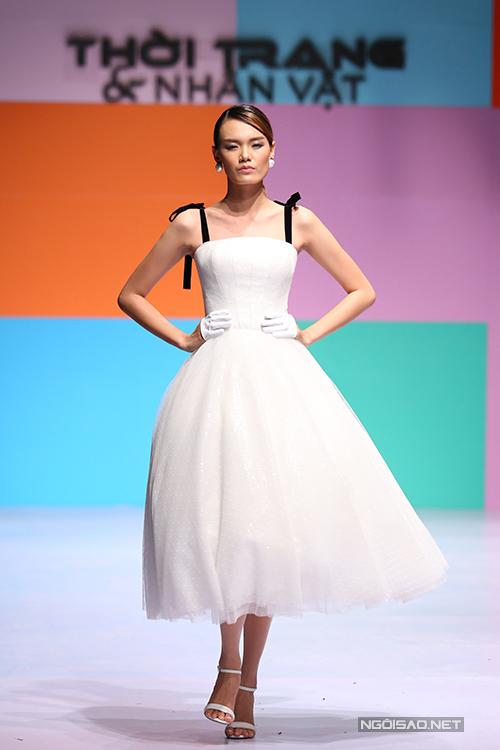 Những mẫu váy xoè tùng lớn, váy đuôi cá thuộc sở trường và thế mạnh của Chung Thanh Phong vẫn được anh khai thác và giới thiệu trong bộ sưu tập lần này.