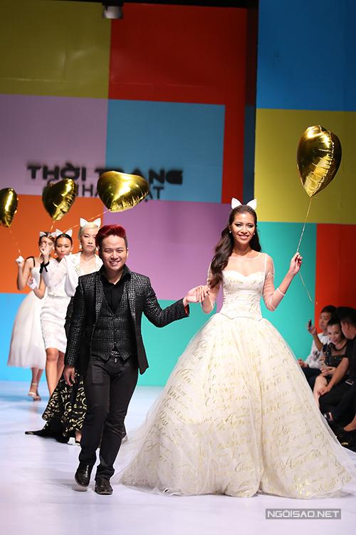 Nhà thiết kế Chung Thanh Phong và siêu mẫu Minh Tú.