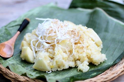 Món ăn sáng dân dã, dễ chế biến có vị dẻo thơm của gạo nếp, quyện lẫn với vị beo béo của đỗ xanh và bùi bùi của sắn.