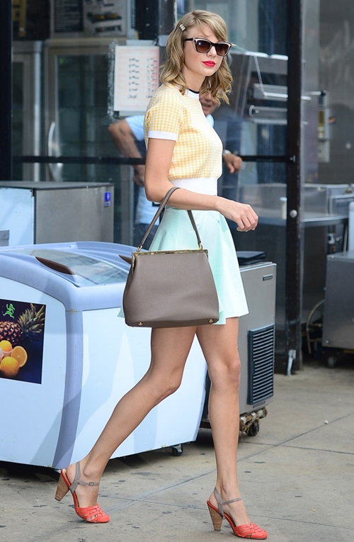 Taylor-Swift-Dolce-Gabbana-Sar-3043-9771