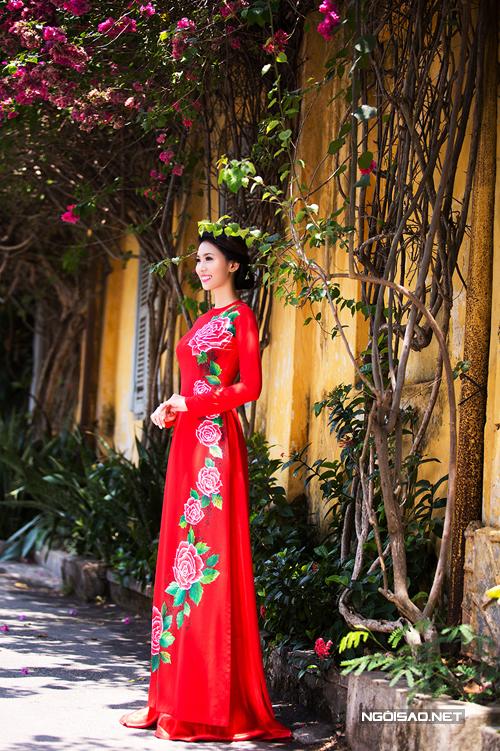 Áo dài phom truyền thống cho cô dâu cao, gầy
