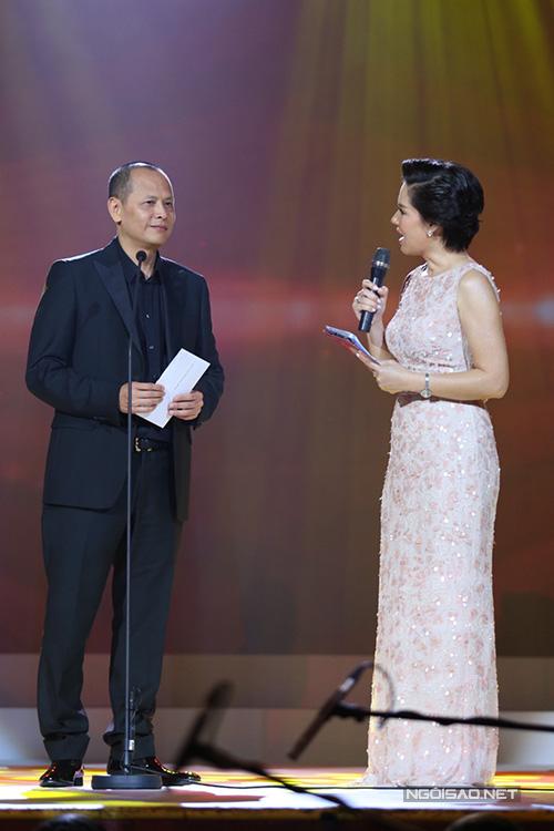 Ông Nguyễn Quang Minh trao giải hạng mục 'Chuỗi chương trình của năm'. Ông chia sẻ, phải có niềm tin mới thực hiện được cả chuỗi chương trình.
