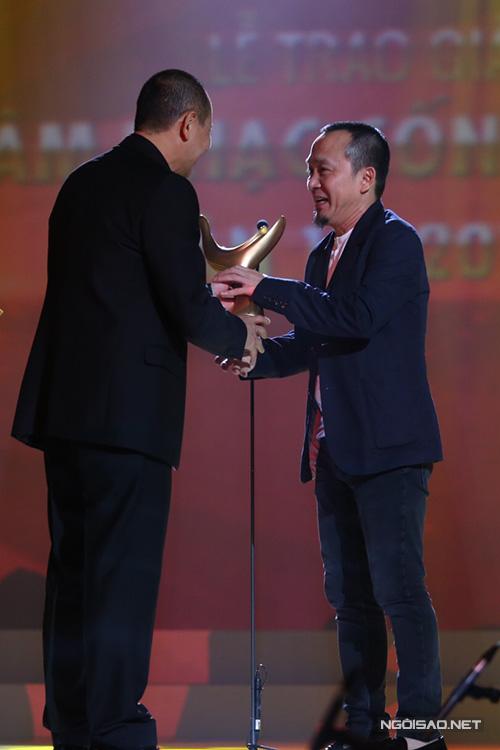 Bảng 'Chuỗi chương trình của năm' gồm các đề cử 'Bài hát Việt', 'Giai điệu tự hào', 'In the spotlight', 'Rockstorm', 'Young hit, young beat'. Chương trình 'Giai điệu tự hào' giành chiến thắng dù ê kíp thực hiện đã rút tên từ khi được đề cử. Nhạc sĩ Quốc Trung là giám đốc âm nhạc, đại diện ê kíp lên nhận giải. Anh thấy tự hào khi được là một phần của chương trình ý nghĩa này.