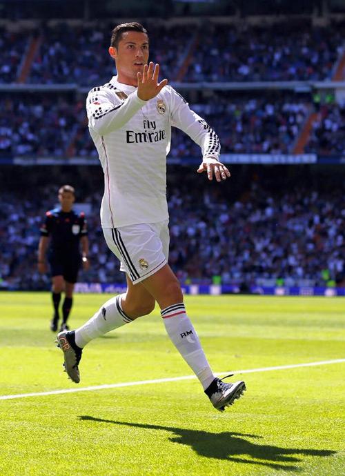 Trong trận đấu với Granada hôm qua, C. Ronaldo tỏa sáng rực rới với 5 bàn thắng