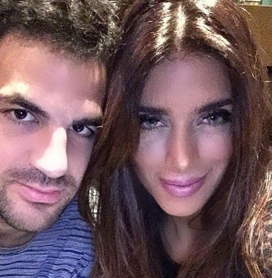 Daniella Semaan, bạn gái hơn 13 tuổi của Fabregas chia sẻ bức ảnh của cặp đôi cùng lời khẳng định ngắn gọn: 'Tình yêu vĩnh cửu'