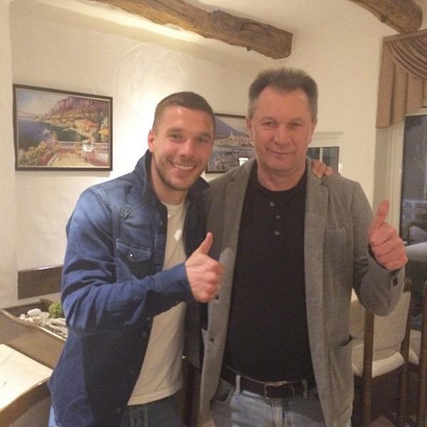 Trên Instagram, Podolski chia sẻ cảm xúc trong ngày sinh nhật bố.