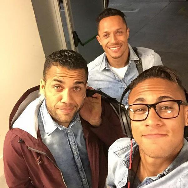 'Chúng tôi đã trở về nhà, một chiến thắng quan trọng, chúc mừng các bạn, cố lên nào Alves, Adriano'