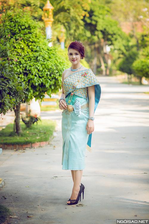 Á hậu các dân tộc đẹp kiêu sa với áo cưới Khmer