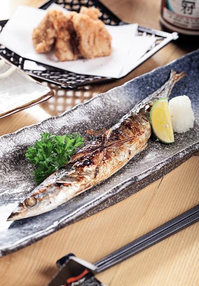 Ngoài ra, iSushi còn phục vụ cá và xiên que nướng BBQ như cá Sanma, cá Sapa&