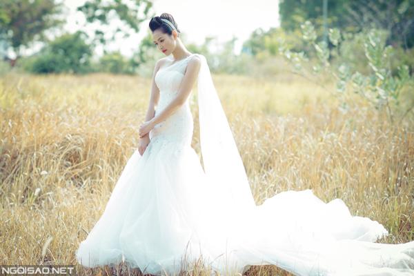 Vương Thu Phương diện váy cưới kiêu sa, gợi cảm