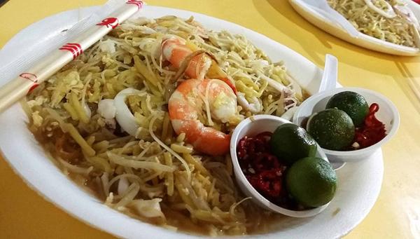 Món mỳ xào Phúc Kiến xâm nhập vào ẩm thực Singapore và biến thành món ăn riêng của quốc đảo này.