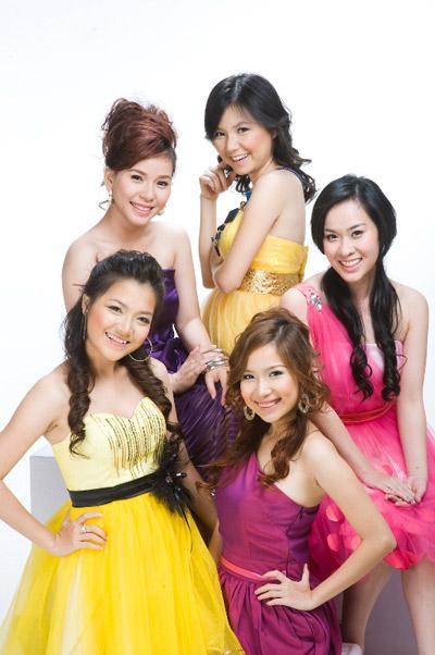 5 thành viên của Mắt Ngọc trong một lần chụp ảnh chung.