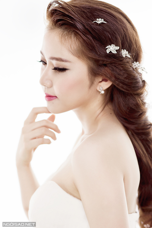 Chọn kiểu tóc và phụ kiện lộng lẫy cho cô dâu Việt