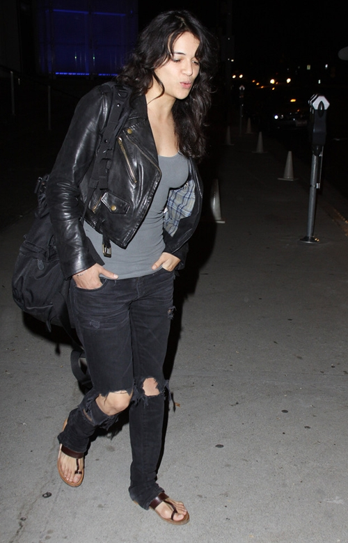 Michelle-Rodriguez-Jeans-Rippe-1672-2155