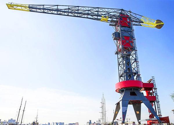 Thêm một ý tưởng kỳ quặc nữa của người Hà Lan, khách sạn này trông giống mô hình đồ chơi xếp hình, cho người ở trải nghiệm cảm giác ở trên tháp cao ngắm nhìn thành phố.