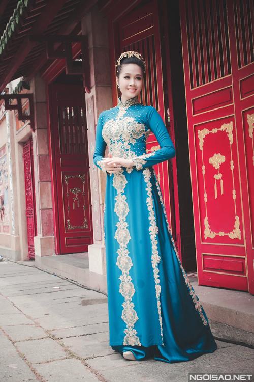 Lê Thu An diện áo dài cưới đơn sắc đẹp kiêu sa