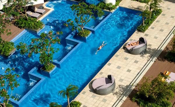 Hồ bơi tại InterContinental Nha Trang.