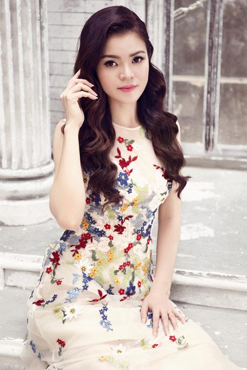 Diện váy ren đẹp lung linh như Á khôi Thời trang