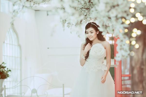 Gợi ý trang điểm, chọn váy cho cô dâu da nâu