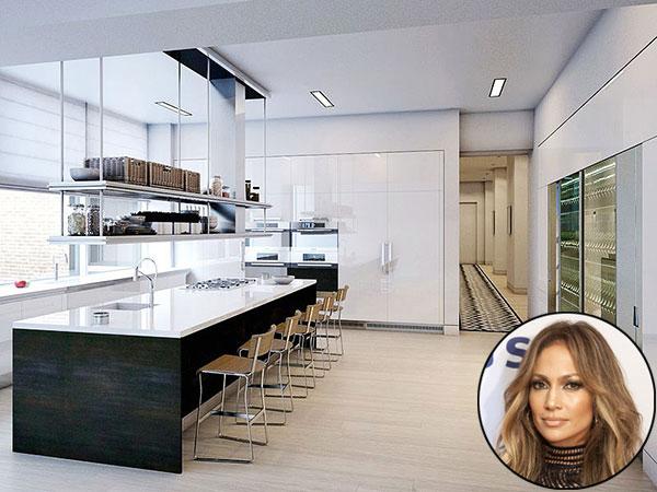 Căn hộ áp mái trị giá 22 triệu USD của Jenifer Lopez ở quận Flatiron,  New York gồm 4 phòng ngủ rộng hơn 600 m2 riêng phòng bếp chiếm   một diện tích không nhỏ.