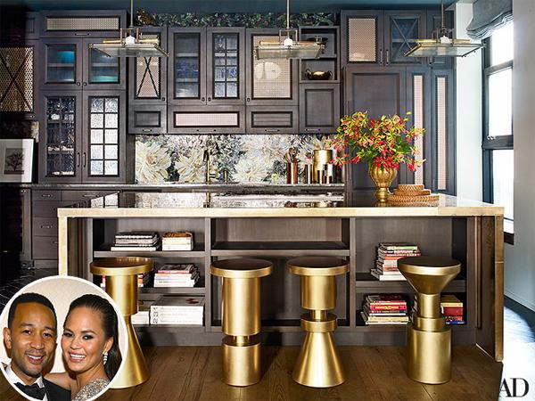 Nấu nướng, đọc sách và xem TV đều có thực hiện ngay tại gian bếp ba  trong một của vợ chồng nam ca sĩ John Legend.