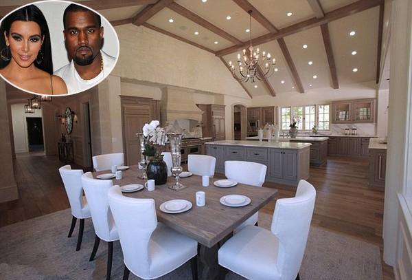 Phòng ăn rộng lớn trong biệt thự 20 triệu USD của vợ chồng Kim  Kardashian ở Hidden Hills, California.