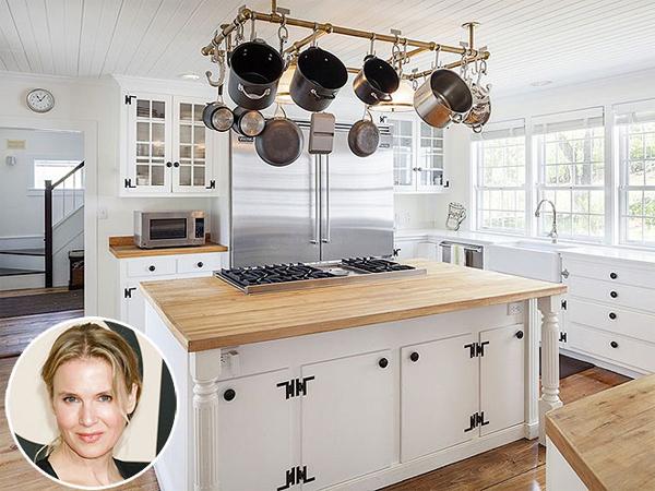 Biệt thự sang trọng của tiểu thư Jones Renée Zellweger ở Connecticut  được xây dựng từ năm 1770 nhưng phòng bếp lại được trang bị hiện đại   bậc nhất. Mọi vật dụng đều làm bằng thép không gỉ.